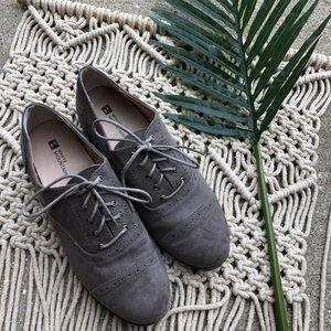 White Mountain Grey Oxford Shoes Size 8.5